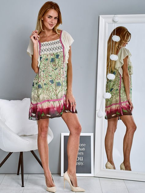Różowa sukienka z rękawkami typu motylek