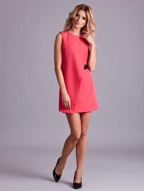 Różowa sukienka z zakładką                              zdj.                              4