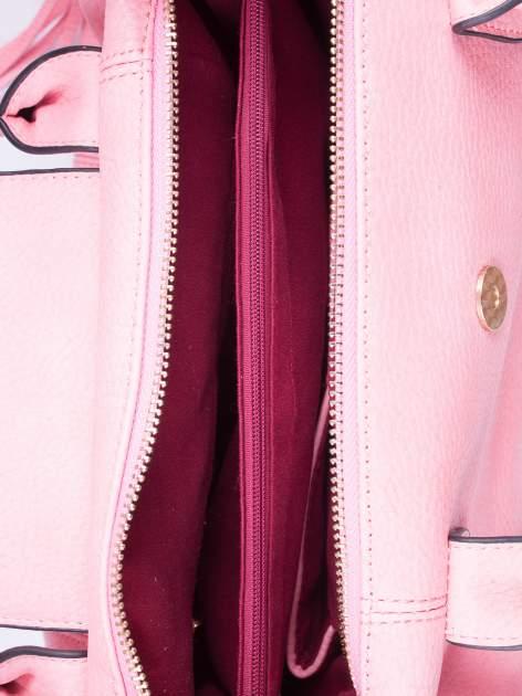 Różowa torba z klapką i odpinanym paskiem                                  zdj.                                  4