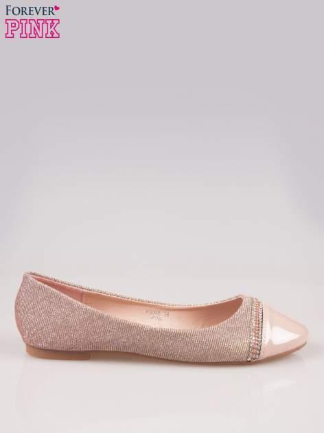 Różowe baleriny z efektem glitter i lakierowanym noskiem