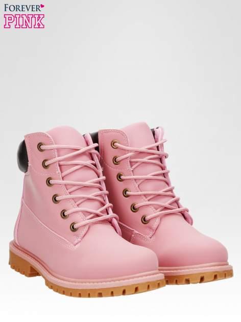 Różowe ocieplane traperki damskie z kontrastowym kołnierzem                                  zdj.                                  2