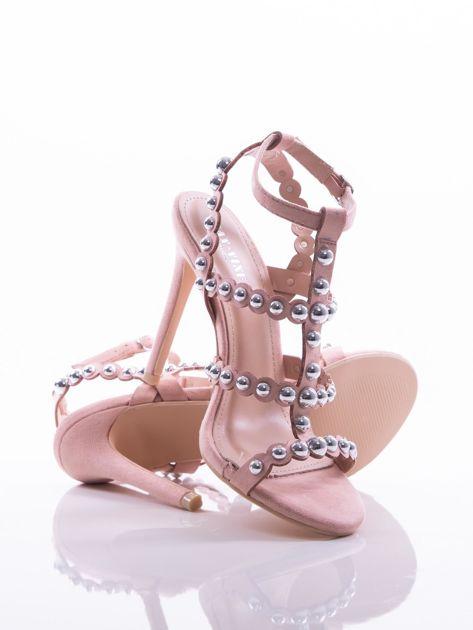 Różowe sandały na szpilkach zapinane w na kostce, zdobione srebrnymi koralikami                              zdj.                              4