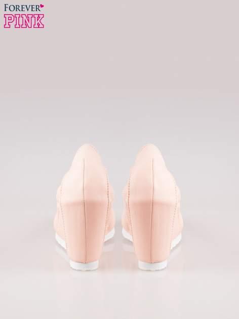 Różowe siateczkowe buty na koturnie                                  zdj.                                  3