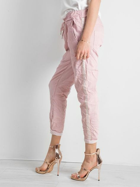 Różowe spodnie damskie z lampasami                              zdj.                              3