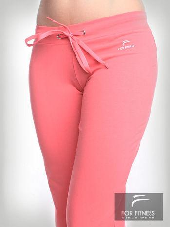 Różowe spodnie dresowe z szeroką nogawką FOR FITNESS                                  zdj.                                  2