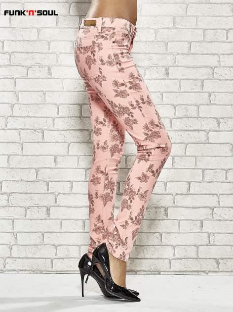 Różowe spodnie rurki w kwiaty Funk n Soul                                  zdj.                                  3