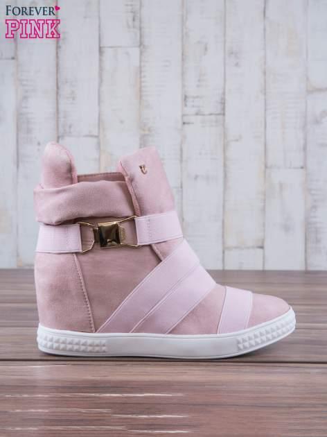 Różowe zamszowe sneakersy bandage z klamerką                                  zdj.                                  2