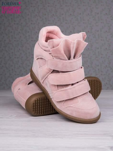 Różowe zamszowe sneakersy na rzepy Tris                                  zdj.                                  4