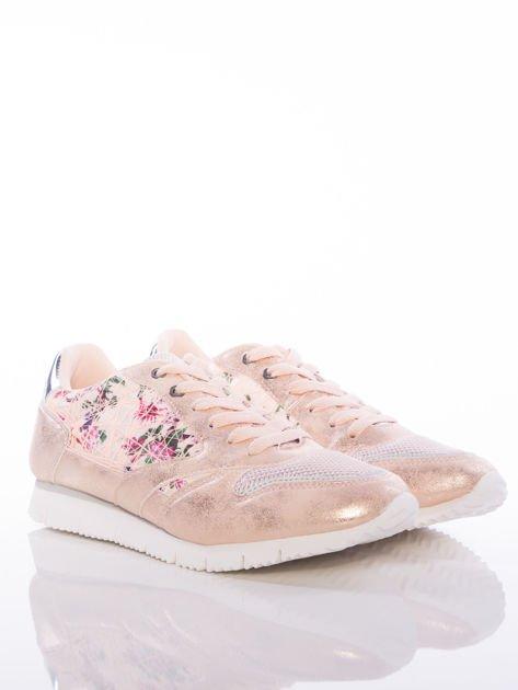 Różowoperłowe buty sportowe Vinceza z kwiatowym motywem na boku cholewki                                  zdj.                                  2