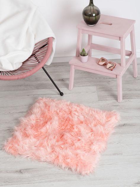 Różowy futrzany dywan                              zdj.                              3