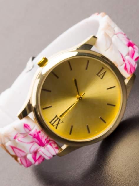 Różowy kwiatowy zegarek damski ze złotą tarcżą