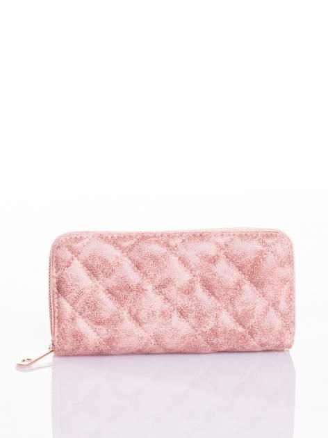 Różowy pikowany portfel