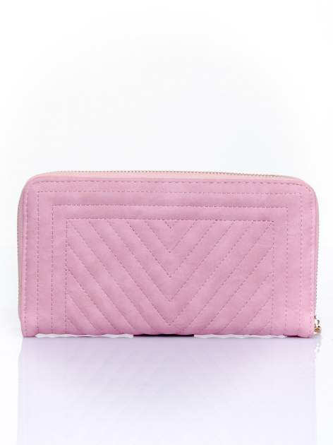 Różowy pikowany portfel z ozdobną klamerką                                  zdj.                                  2