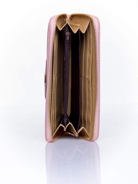 Różowy pikowany portfel z ozdobną klamerką                                  zdj.                                  4