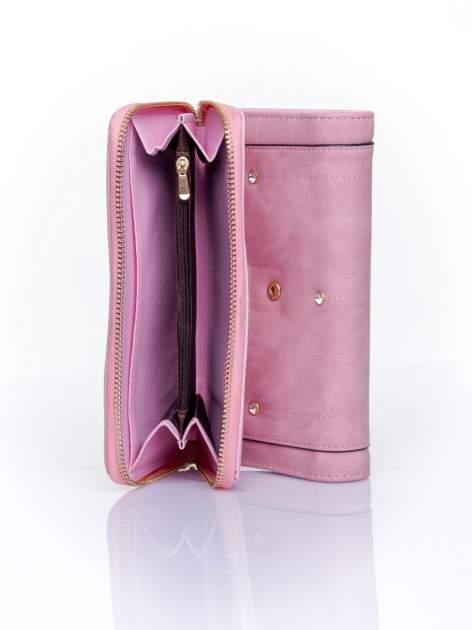 Różowy portfel z dżetami i ozdobnym zapięciem                                  zdj.                                  5