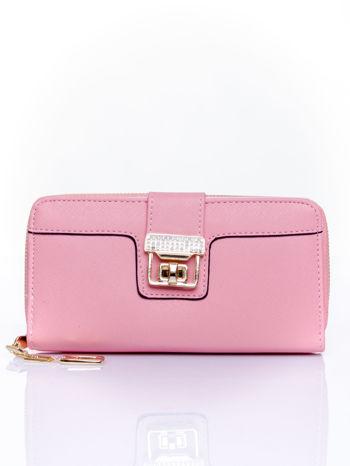 Różowy portfel z ozdobnym zapięciem i złotym uchwytem                                  zdj.                                  1