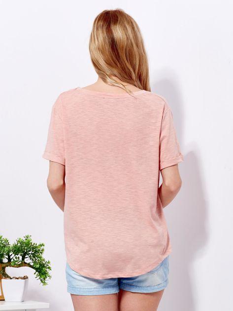 Różowy t-shirt basic z podwijanymi rękawami                              zdj.                              2