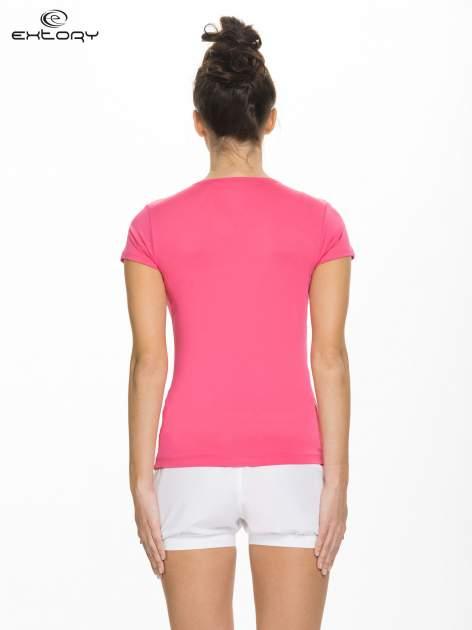 Różowy t-shirt sportowy z dekoltem U                                  zdj.                                  2