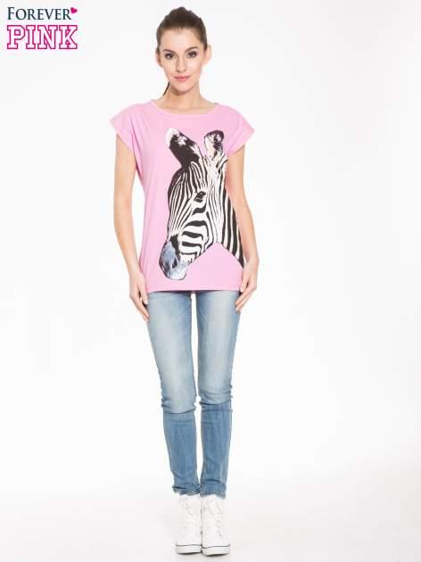 Różowy t-shirt z dużym nadrukiem zebry                                  zdj.                                  4