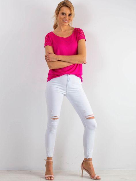 Różowy t-shirt z koronką na rękawach                              zdj.                              4