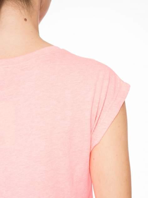 Różowy t-shirt z nadrukiem NYC zdobiony dżetami                                  zdj.                                  8