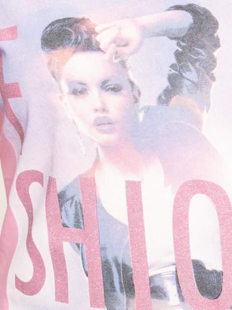 Różowy t-shirt z nadrukiem fashion                                  zdj.                                  5