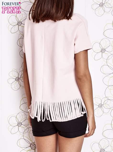 Różowy t-shirt z nadrukiem i frędzlami                                  zdj.                                  2
