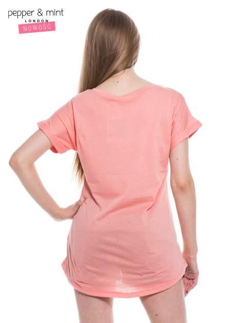 Różowy t-shirt z nadrukiem psa w nerdach                                  zdj.                                  4