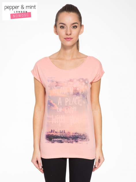 Różowy t-shirt z napisem HEAVEN IS A PLACE ON EARTH WITH YOU                                  zdj.                                  1