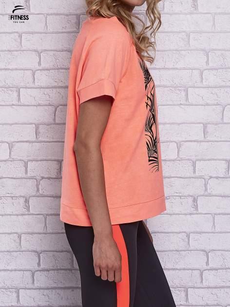 Różowy t-shirt z palmowym nadrukiem                                  zdj.                                  3