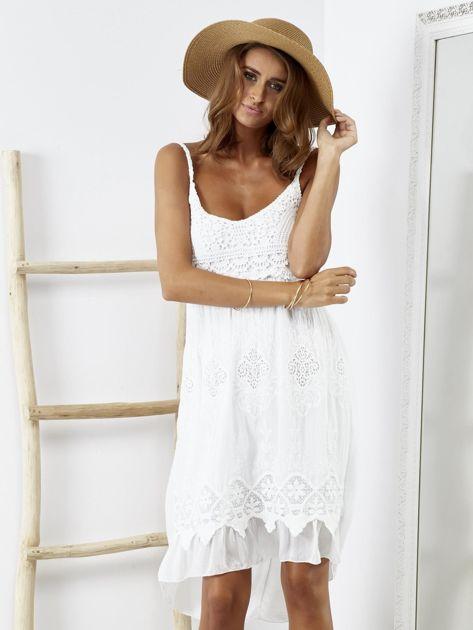 Biała sukienka z ozdobnym kwiatowym haftem                              zdj.                              5