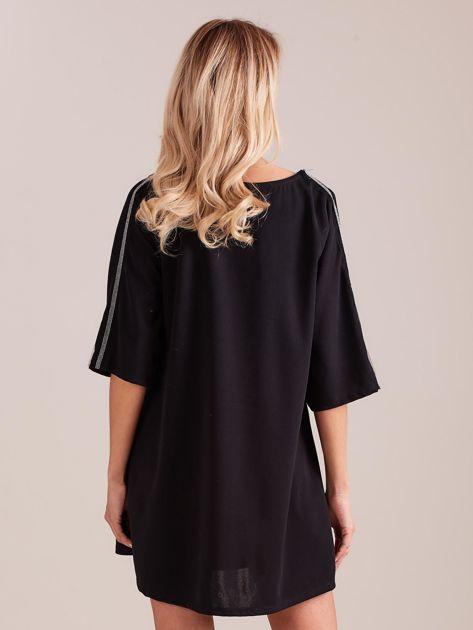 SCANDEZZA Czarna sukienka oversize                              zdj.                              4