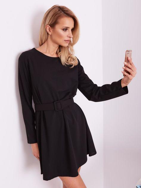 SCANDEZZA Czarna sukienka z paskiem                              zdj.                              6