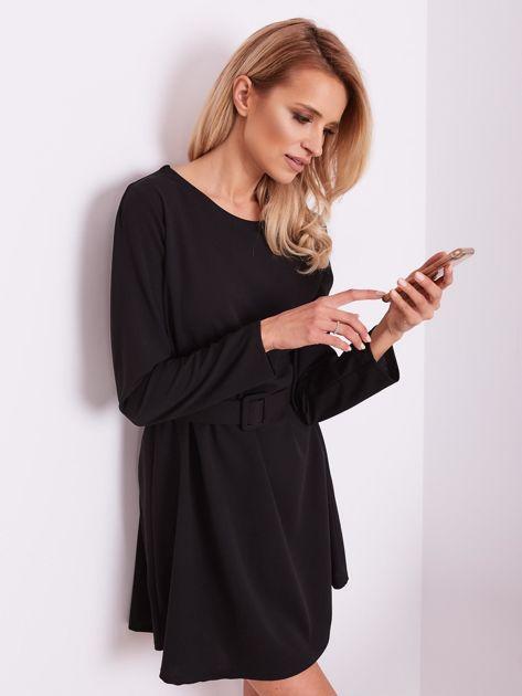 SCANDEZZA Czarna sukienka z paskiem                              zdj.                              7