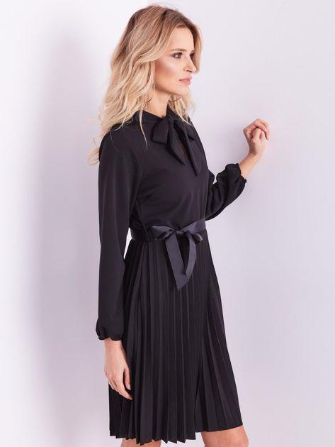 Czarna sukienka z wiązaniami                              zdj.                              7
