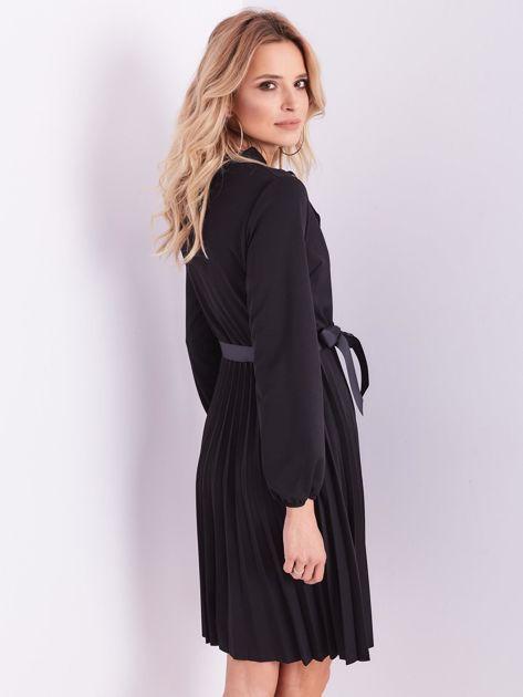 Czarna sukienka z wiązaniami                              zdj.                              9