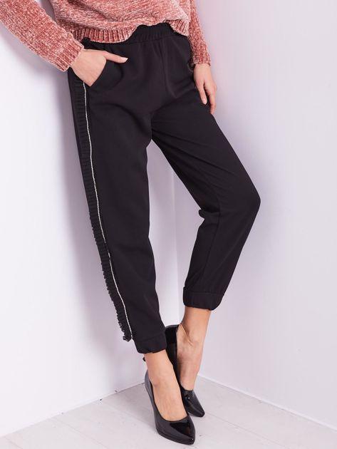 SCANDEZZA Czarne luźne spodnie z falbankami                              zdj.                              2