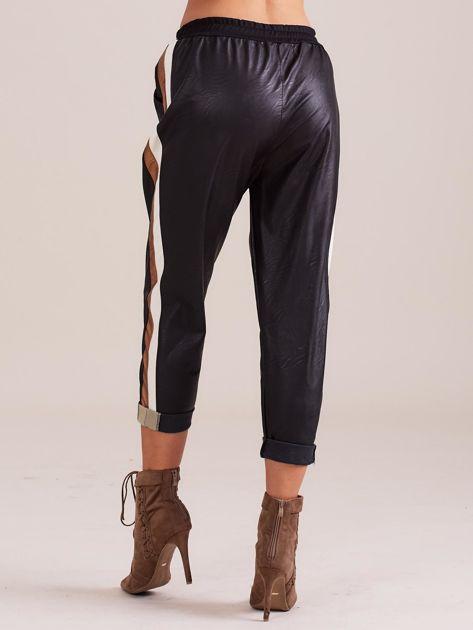 Czarne skórzane spodnie                              zdj.                              3
