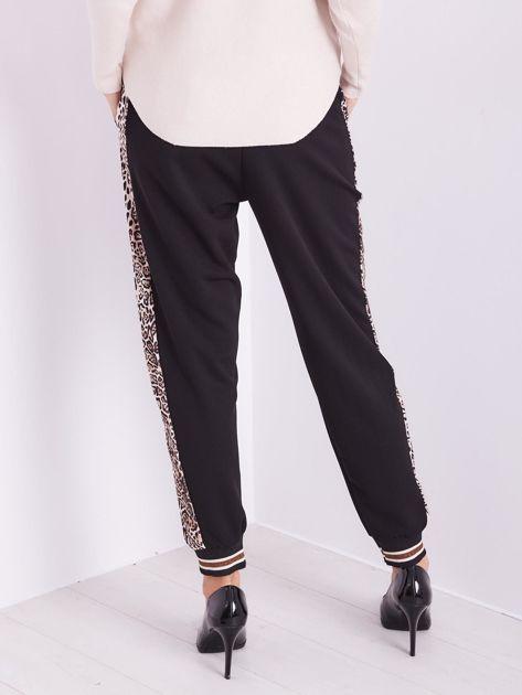 SCANDEZZA Czarne spodnie z cętkowanym lampasem                              zdj.                              8