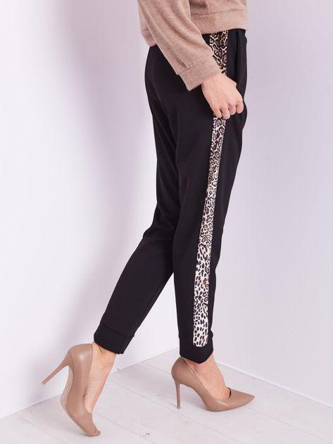Czarne spodnie z motywem zwierzęcym                              zdj.                              7