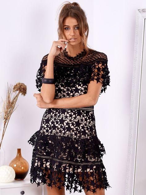 Czarno-beżowa koronkowa sukienka w gwiazdki                              zdj.                              4