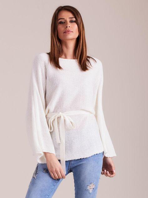 Ecru sweter z szerokimi rękawami                              zdj.                              4