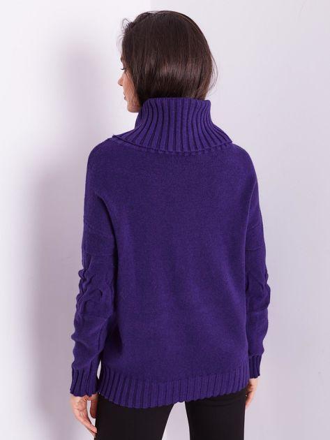 Fioletowy sweter golf w warkocze                              zdj.                              4