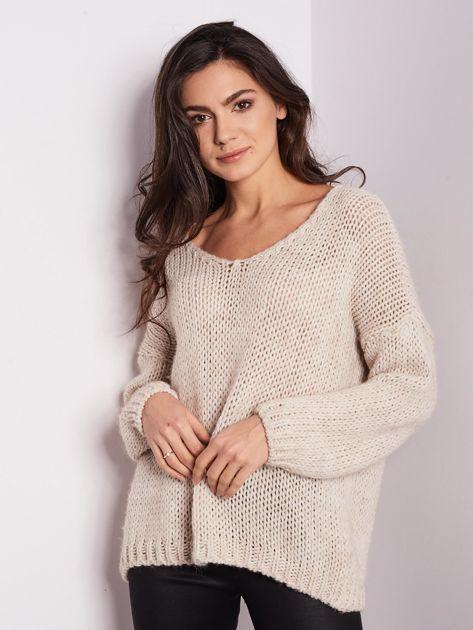 Jasnobeżowy luźny sweter                               zdj.                              4