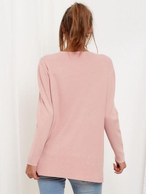 Jasnoróżowy luźny sweter z ozdobnymi ćwiekami                              zdj.                              3