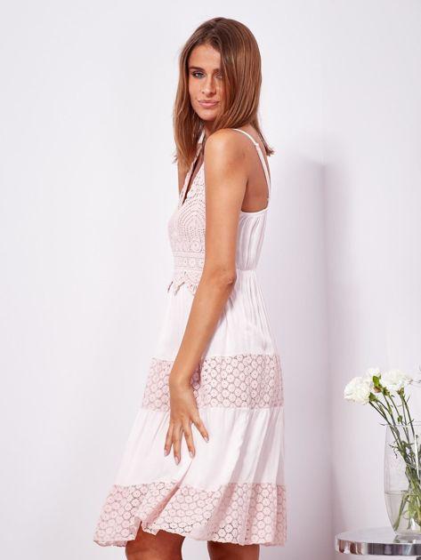 Różowa sukienka na ramiączkach z koronką                              zdj.                              3