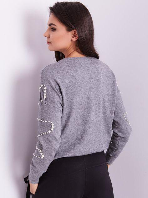 Szary sweter z perełkami                              zdj.                              3