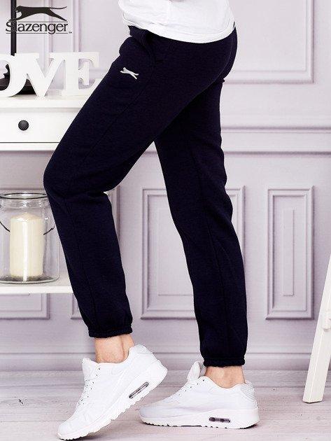 SLAZENGER Granatowe spodnie dresowe                              zdj.                              3