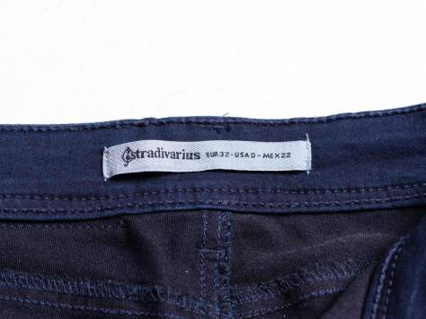 STRADIVARIUS Ciemnoniebieskie spodnie typu skinny jeans z efektem dekatyzowania                                  zdj.                                  3