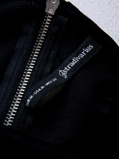 STRADIVARIUS Czarna bluzka typu cropped w prążki                                  zdj.                                  3